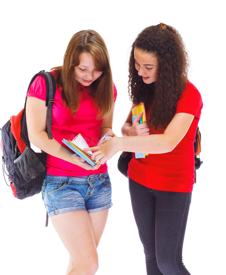 Schoolvrienden het lezen stock afbeelding
