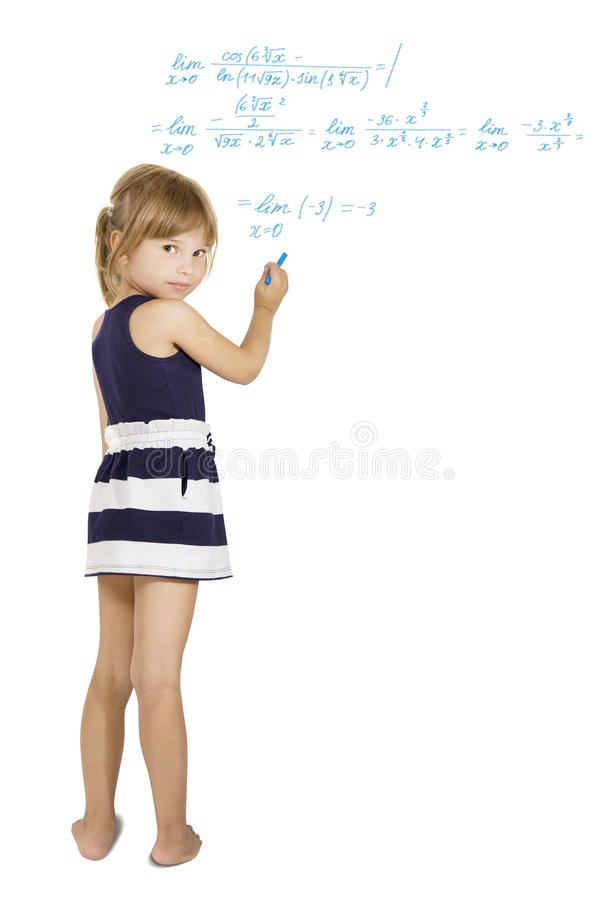 Schoolwork de la decisión - la pequeña colegiala soluciona la ecuación dura foto de archivo
