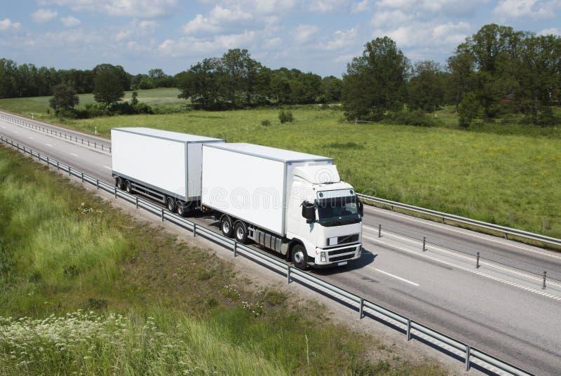 schoon en witte vrachtwagen royalty-vrije stock foto's