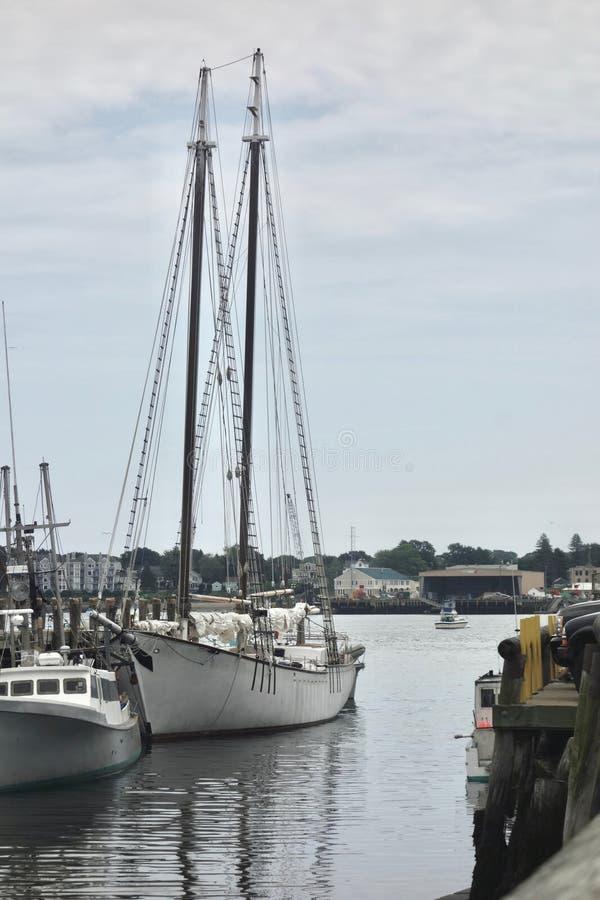 schooner Deux-mâté au repos photos libres de droits