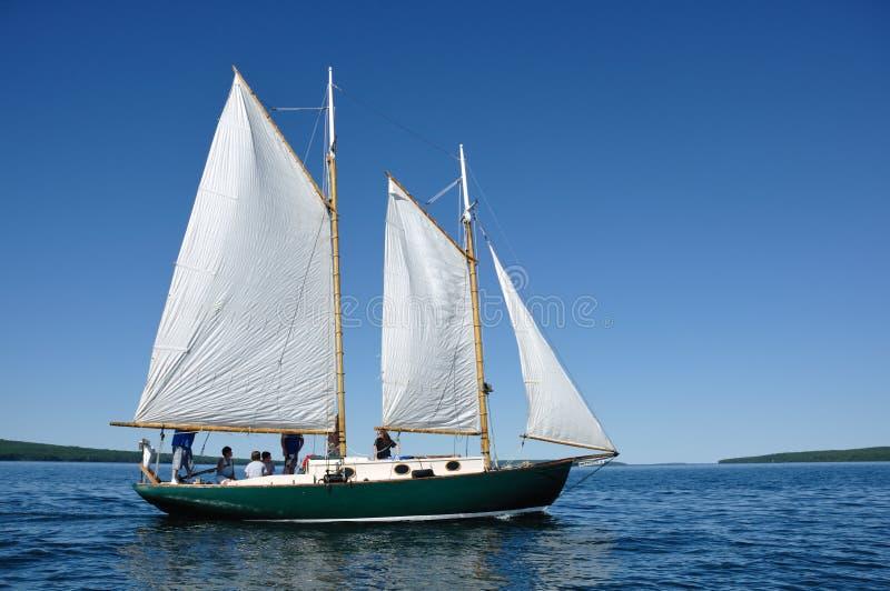 Schooner-Segelboot-Segeln auf Lake Superior lizenzfreies stockfoto