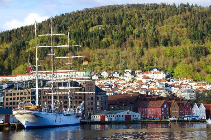 schooner Trois-mâté accouplé dans le port, Bergen Norway image libre de droits