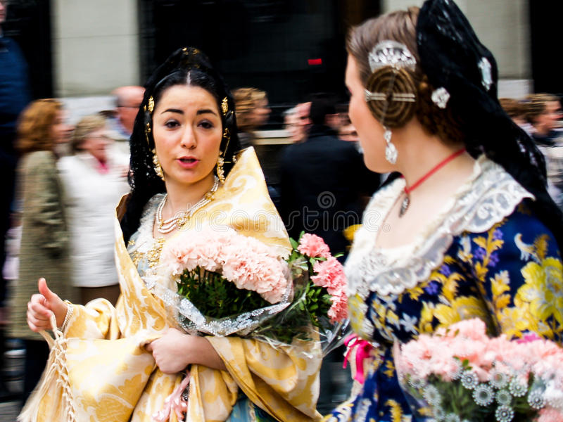 Schoonhedenparade in de Straat tijdens de jaarlijkse Viering van Las Fallas, Valencia, Spanje stock afbeeldingen