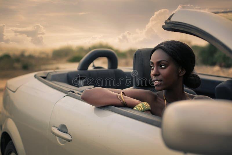 Schoonheid in cabrio royalty-vrije stock fotografie