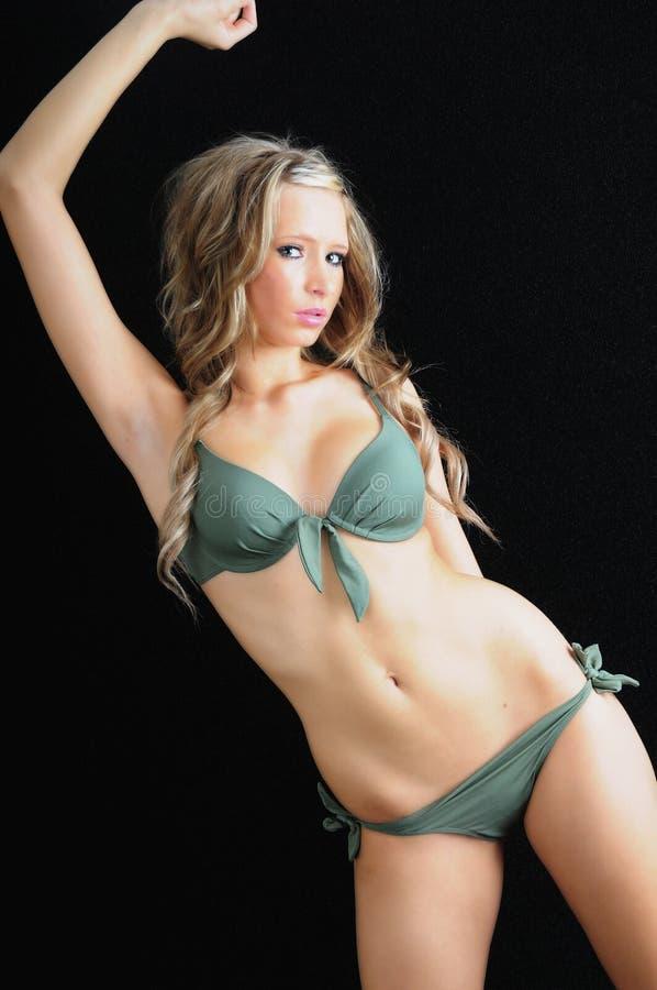Schoonheid in een bikini stock afbeeldingen