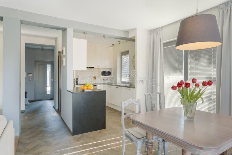 Schoonheid en comfortabele keuken stock afbeeldingen