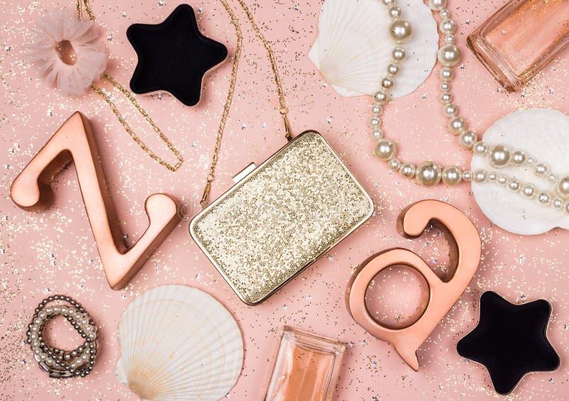 Schoonheid en manierdecor op schitterende roze achtergrond stock fotografie