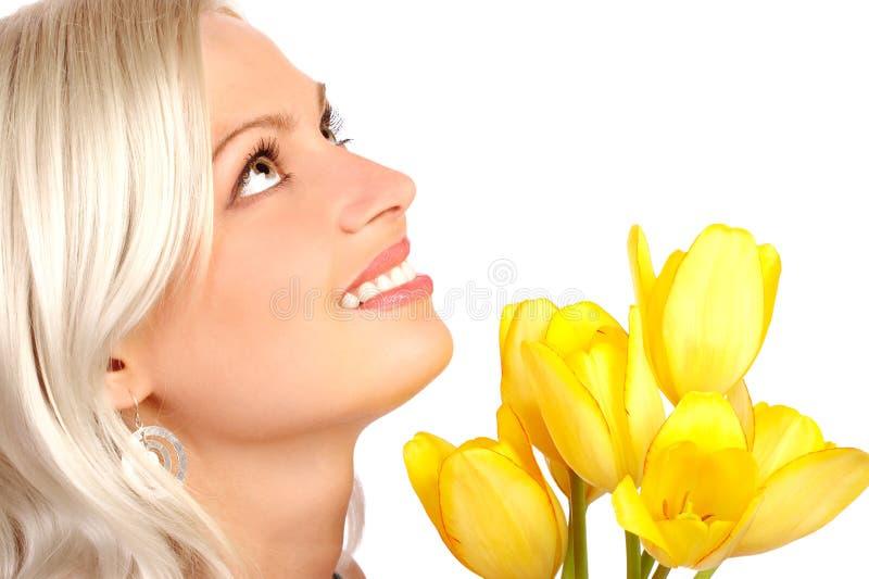 Schoonheid met bloemen stock foto
