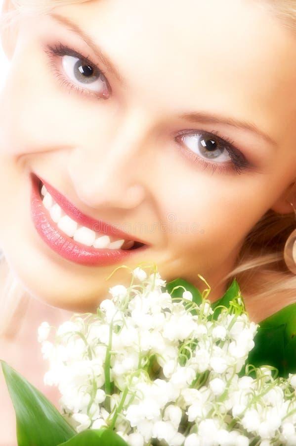 Schoonheid met bloemen stock afbeelding
