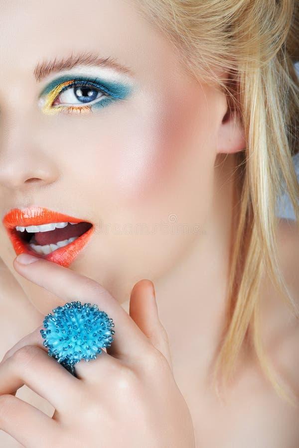Schoonheid met oranje lippen royalty-vrije stock afbeelding