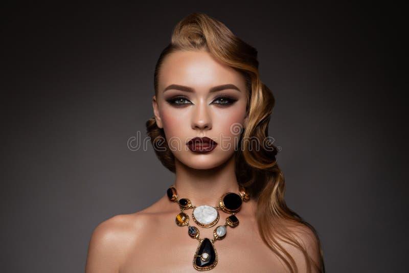 Schoonheid ModelWoman met Lang Bruin Haar royalty-vrije stock afbeelding