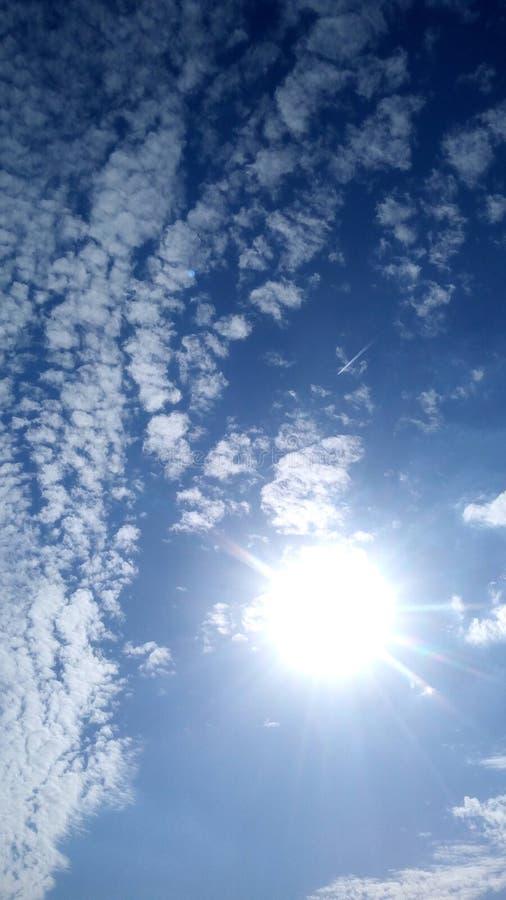 Schoonheid van de Blauwe Hemel en zijn Wolken stock afbeeldingen