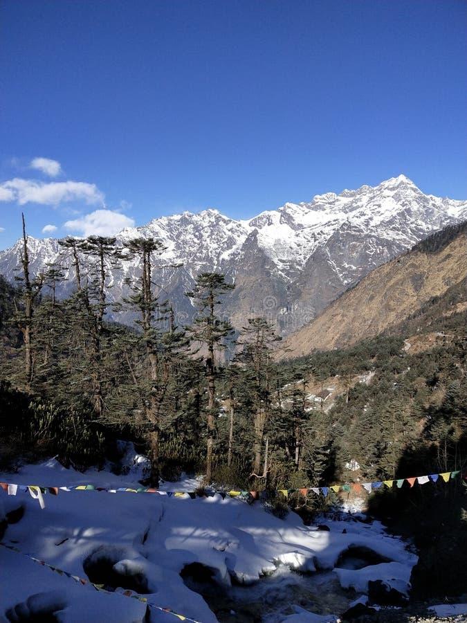 Schoonheid van sneeuw en heuvels stock afbeelding
