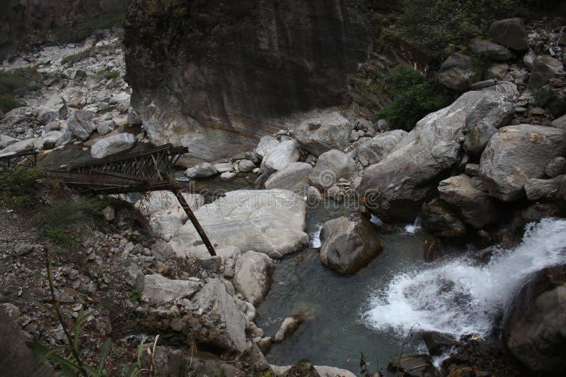 Schoonheid van waterval en heuvels royalty-vrije stock foto's