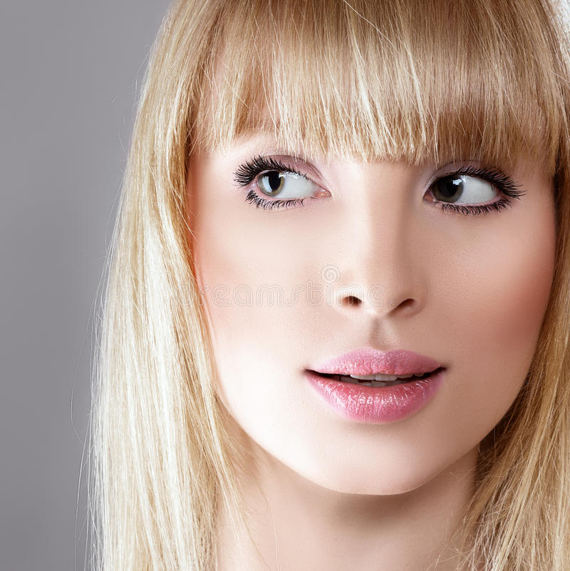 Schoonheid verraste blondevrouw stock foto's