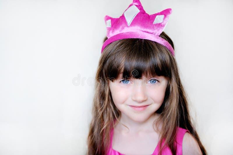 Schoonheid weinig prinses met roze tiara stock foto