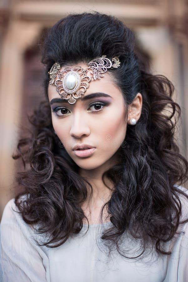 Schoonheids Arabische dame in een sensueel schoonheidsportret royalty-vrije stock foto's
