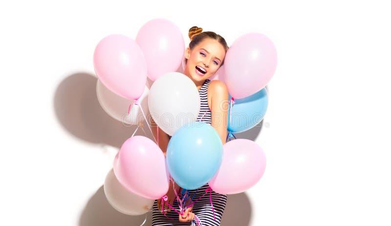 Schoonheids blije tiener met kleurrijke luchtballons die pret hebben stock afbeeldingen