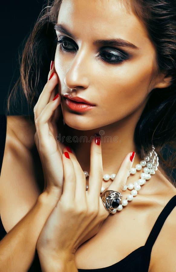 Schoonheids jonge vrouw met juwelen dichte omhooggaand, luxeportret van stock afbeeldingen