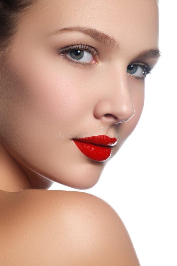 Schoonheids modelmeisje met perfecte die samenstelling over wit wordt geïsoleerd Haven royalty-vrije stock afbeeldingen