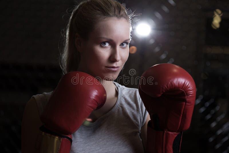 Schoonheids vechtend meisje stock foto's