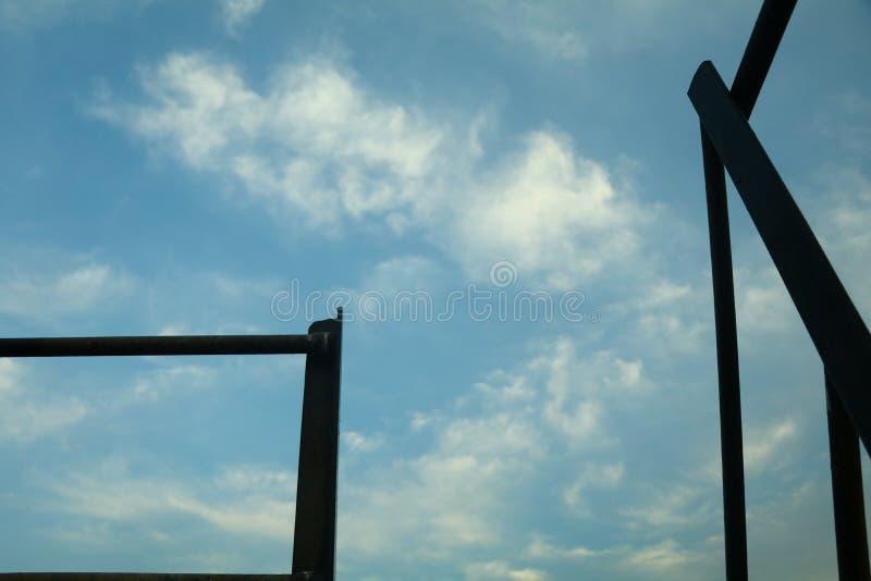 Schoonheids volledige blauwe hemel royalty-vrije stock foto