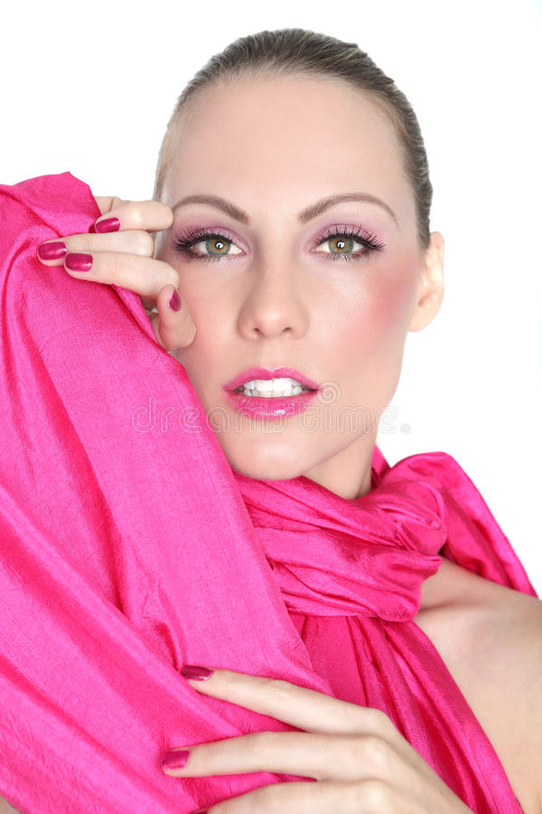 Schoonheidsbeeld van een Mooie die Vrouw in Roze wordt gestileerd royalty-vrije stock foto's