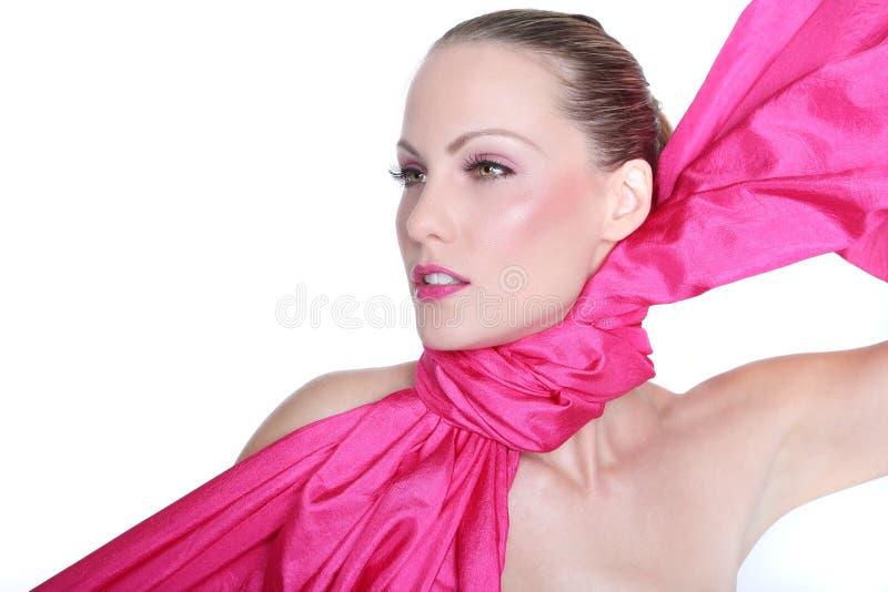 Schoonheidsbeeld van een Mooie die Vrouw in Roze wordt gestileerd royalty-vrije stock foto