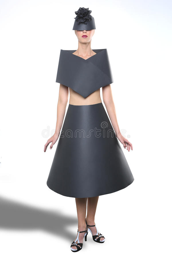 Schoonheidsbeeld van een Vrouw die een Zwarte Document Kleding dragen stock afbeelding