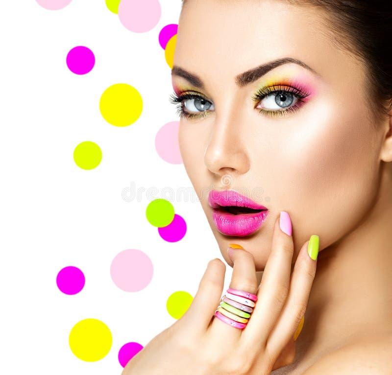 Schoonheidsmeisje met Kleurrijke Make-up royalty-vrije stock fotografie