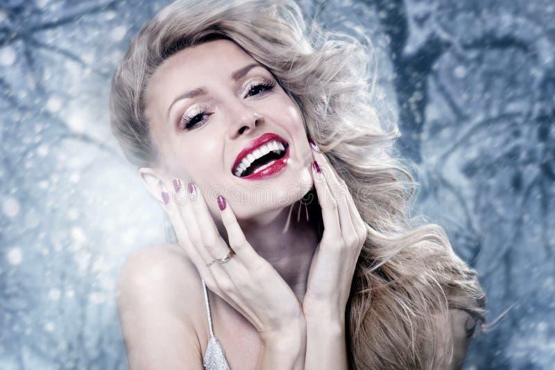 Schoonheidsportret van blonde sensuele vrouw stock afbeeldingen