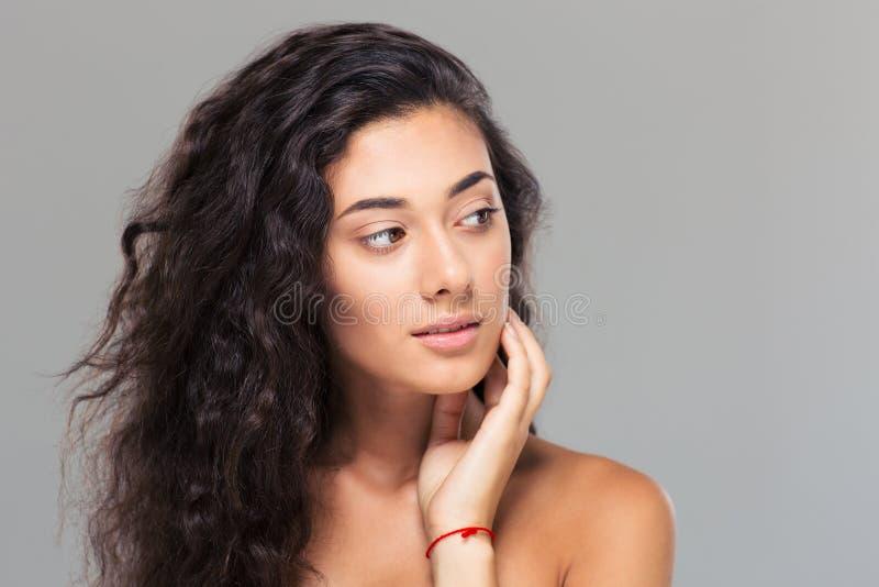 Schoonheidsportret van een mooie vrouw met verse huid stock fotografie