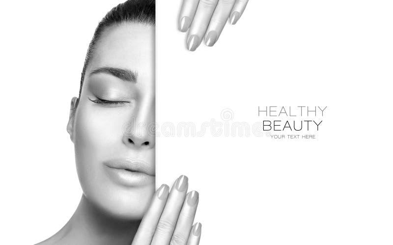 Schoonheidsportret van een sensuele vrouw in greyscale Skincare en gezond schoonheidsconcept stock foto