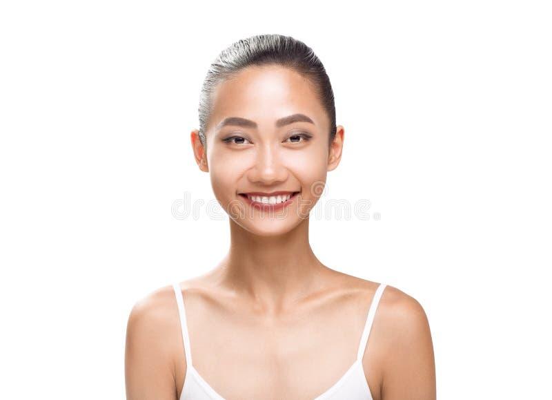 Schoonheidsportret van glimlachende Aziatische vrouw royalty-vrije stock fotografie