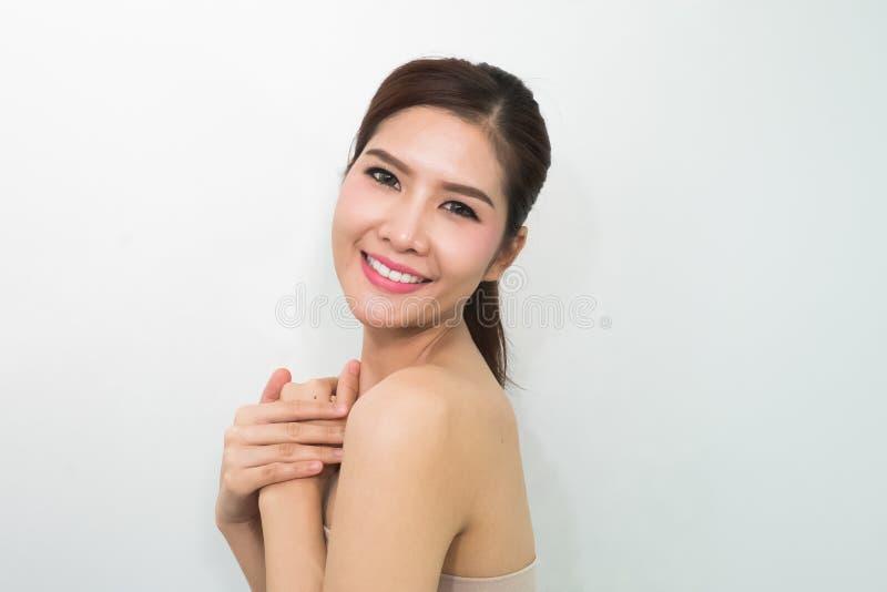 Schoonheidsportret van jonge vrouw met mooi gezond gezicht, nagel stock afbeeldingen