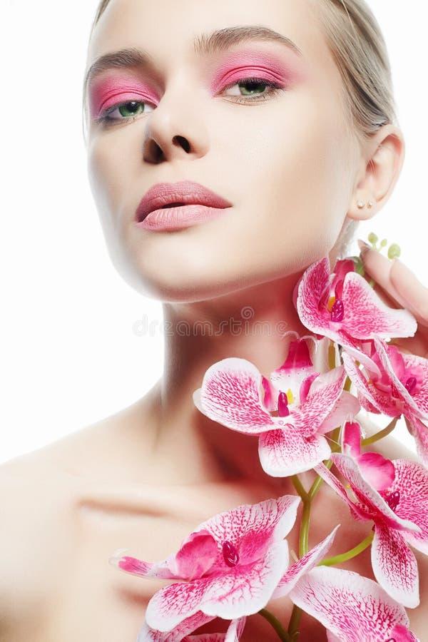 Schoonheidsportret van Meisje met Orchideebloem royalty-vrije stock afbeeldingen