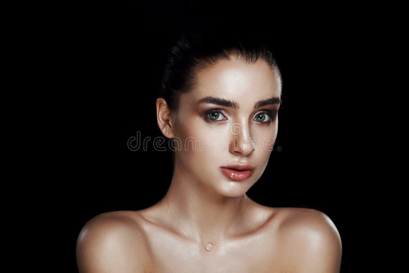 Schoonheidsportret van Mooie Vrouw met Strobing-Make-up Nat Lichaam E royalty-vrije stock fotografie