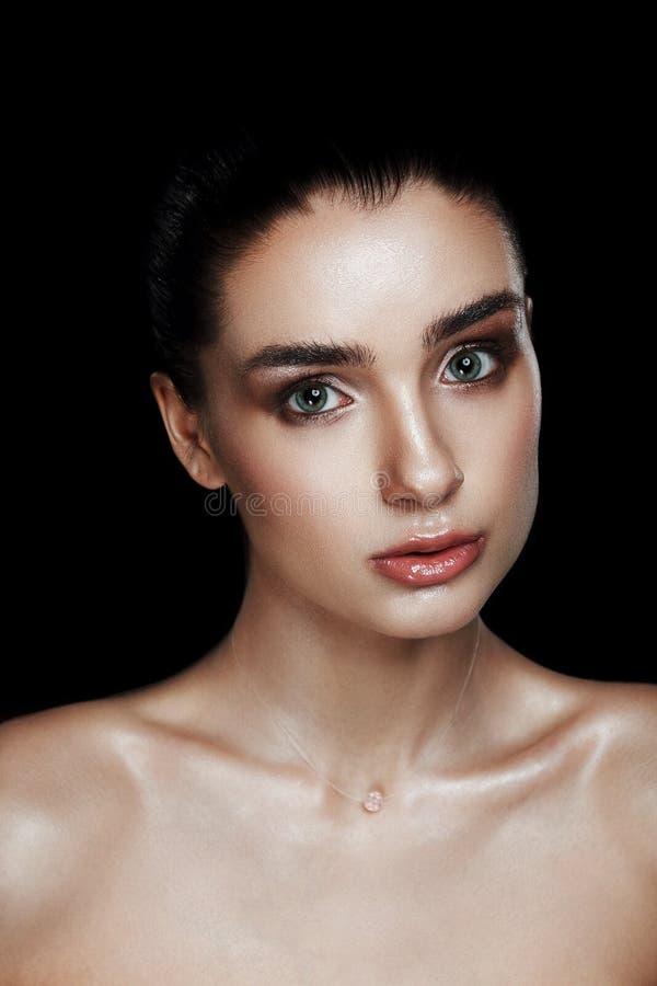 Schoonheidsportret van Mooie Vrouw met Strobing-Make-up Nat Lichaam E stock foto's
