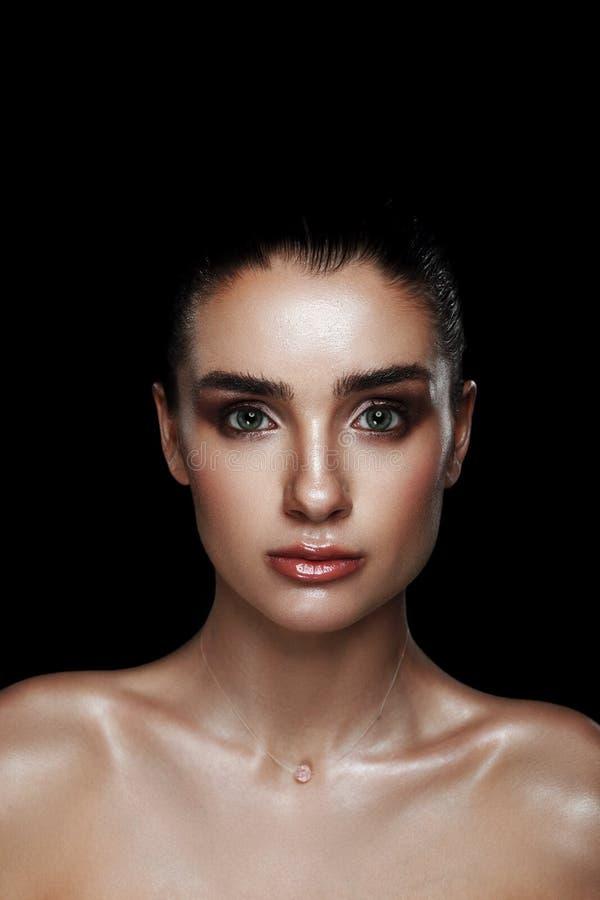 Schoonheidsportret van Mooie Vrouw met Strobing-Make-up Nat Lichaam E royalty-vrije stock afbeeldingen