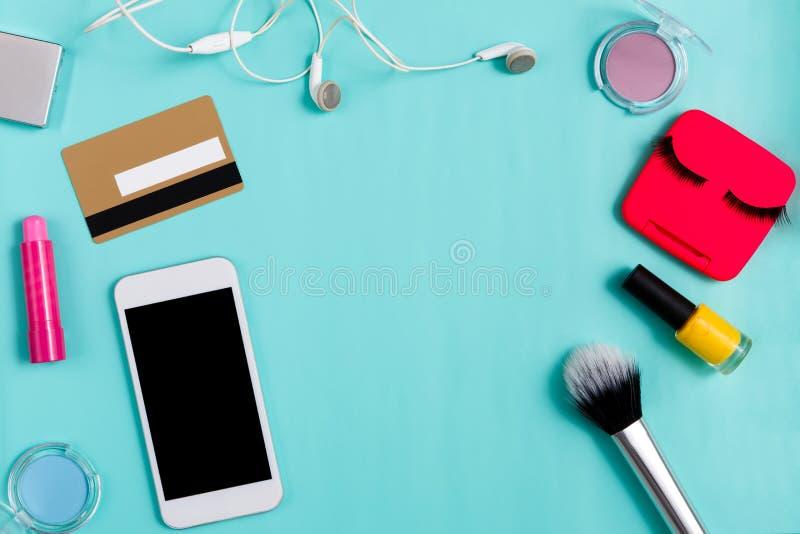 Schoonheidsproducten het online winkelen, dagelijkse samenstelling stock afbeeldingen