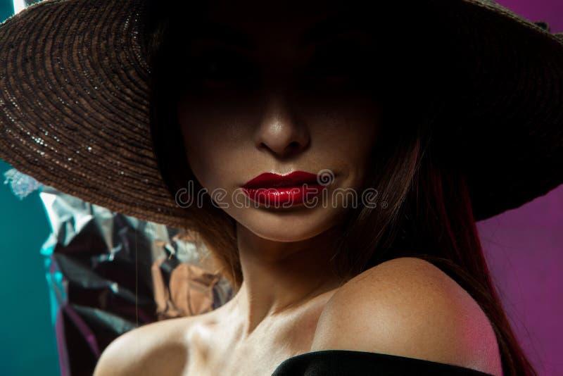 Schoonheidsvrouw in hoed royalty-vrije stock afbeelding