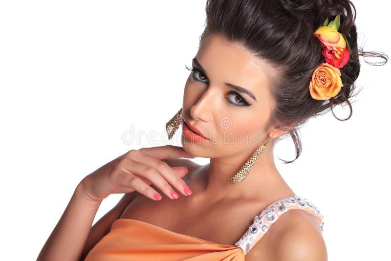 Schoonheidsvrouw met verleidelijke blik royalty-vrije stock afbeelding