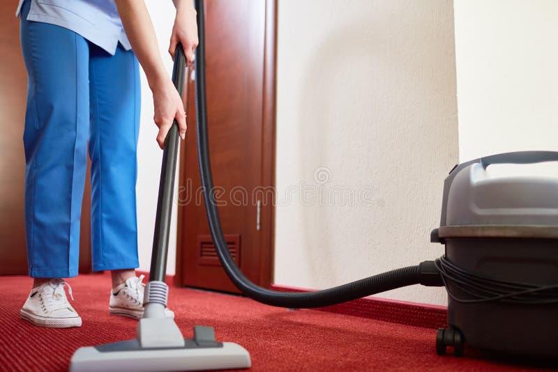 Schoonmakend tapijt in hotelruimte royalty-vrije stock foto's