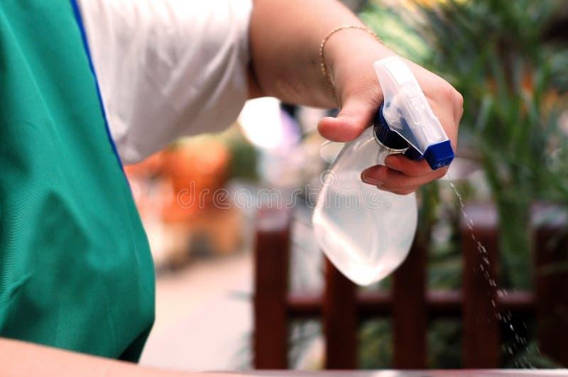 Schoonmakende flessenverstuiver stock foto's