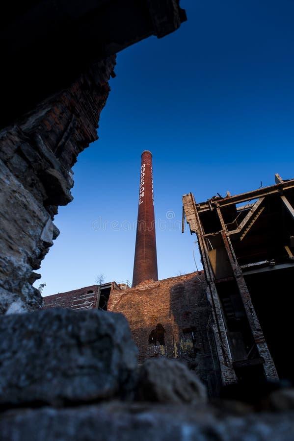 Schoorsteen & Ruïnes - Verlaten Hudepohl-Brouwerij - Cincinnati, Ohio royalty-vrije stock afbeeldingen
