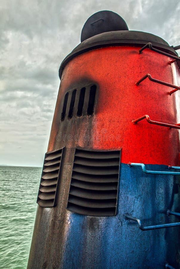 Schoorsteen van overzees schip stock foto's