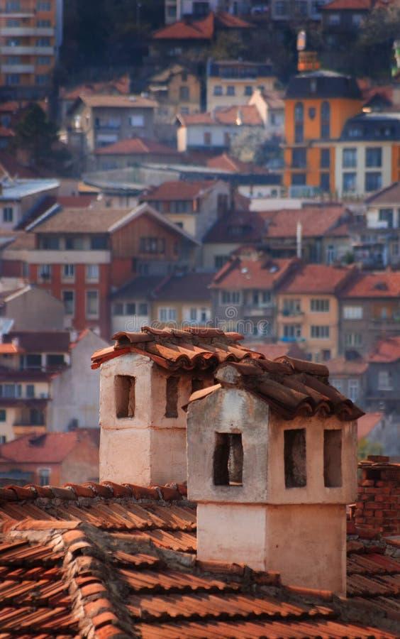 Schoorstenen en huizen royalty-vrije stock afbeelding