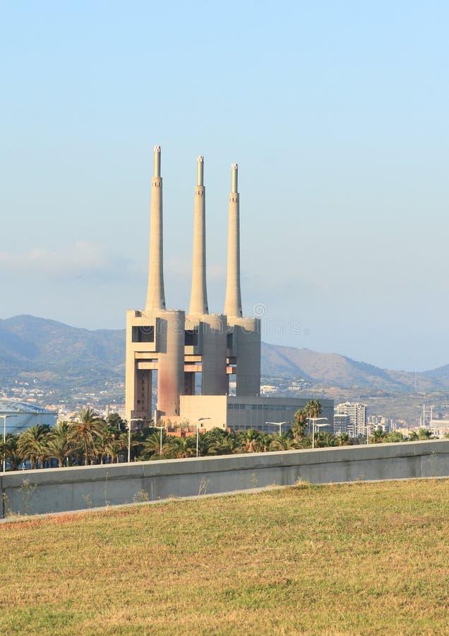 Schoorstenen van de gecombineerde de cycluselektrische centrale van Besà ² s royalty-vrije stock foto