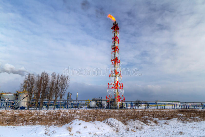 Schoorstenen van Poolse olierafinery in Gdansk