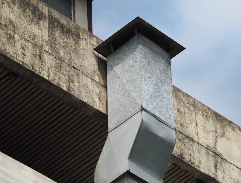 Schornstein Für Rauch Heraus Von Der Küche Kamin Auf Dach Stockbild ...